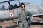 'ஹாக் ஜெட்' போர் விமானத்தை இயக்கிய முதல் பெண் விமானி
