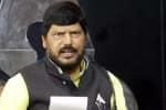 ராமதாஸ் அத்வாலே பேச்சு: குலுங்கி சிரித்த மோடி, ராகுல்