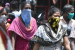 நகரில் கைக்குட்டை விற்பனை ஜோர்! 'மாஸ்க்' தட்டுப்பாடு எதிரொலி