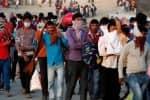 தப்ப முயன்று சிக்கிய 250 பேர் 5 லாரி பறிமுதல்; 5 பேர் கைது