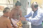 கொரோனா இல்லாத மாவட்டமான சிவகங்கை; கோயிலில் கலெக்டர் பிரார்த்தனை