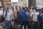 சொந்த ஊர் செல்ல 1.5 கி.மீ., தூரம் காத்திருக்கும் தொழிலாளர்கள்