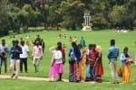 தொழிலாளர்களுக்கு கவுரவம்:மலர்களை ரசிக்க அனுமதி