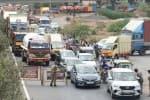 முழு ஊரடங்கு: சென்னையை விட்டு வெளியேறும் மக்கள்