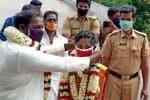தமிழக - கேரள எல்லையில் நடந்த எளிய திருமணங்கள்