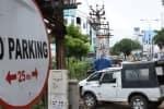 'நோ பார்க்கிங்' பகுதியில் வாகனங்கள்: நியூஸ்கீம் ரோட்டில் மக்கள் திணறல்