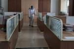நகராட்சி அலுவலகத்துக்கு 'சீல்': மக்கள் வருவதற்கு தடை விதிப்பு