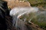 மேல்நோக்கி செல்லும் நீர்வீழ்ச்சி; வைரலாகும் வீடியோ
