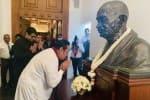 இலங்கை தூதரகத்தில் காந்தி சிலைக்கு ராஜபக்சே மரியாதை