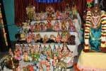 துயரத்தை மறக்கடிக்கும் நவராத்திரி: கொலு வழிபாட்டை துவக்கிய பக்தர்கள்