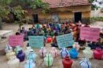 மனு கொடுத்தும் நடவடிக்கை இல்லை: பி.டி.ஓ., ஆபீசில் மக்கள் போராட்டம்
