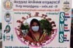 பெசன்ட் நகர் கடற்கரையில்  ஆர்வமாக புகைப்படம் எடுக்கும் பொதுமக்கள்