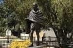 அமெரிக்காவில் மர்ம நபர்களால் சேதப்படுத்தப்பட்ட மகாத்மா காந்தி சிலை