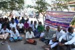 மாற்றுத்திறனாளிகள் போராட்டம்: சப்-கலெக்டர் ஆபீசில் காத்திருப்பு