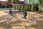 ஓட்டுப்போட கட்டத்துல நிற்கணும்: சமூக விலகல் கடைபிடிக்க ஏற்பாடு