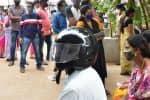 'ஹெல்மெட் கழற்ற முடியாது' வாக்காளர் பிடிவாதத்தால் பரபரப்பு
