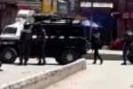 காஷ்மீரில் பயங்கரவாதிகள் தாக்குதல்: 2 போலீசார் உட்பட 4 பேர் பலி