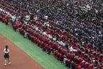 சீனாவில் முகக்கவசம், சமூக இடைவெளியின்றி 11 ஆயிரம் பேர் பங்கேற்ற பட்டமளிப்பு விழா