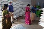 உரக்கடைகளில் வேளாண் இணை இயக்குனர் ஆய்வு