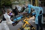 அமெரிக்காவில் மீண்டும் கோர தாண்டவம்: படுக்கையின்றி கோவிட் நோயாளிகள் தவிப்பு
