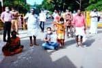 கேரள அதிகாரிகள் கெடுபிடி தொழிலாளர்கள் மறியல்