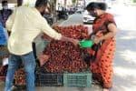 மலேஷியன் 'ரம்புட்டான்' பழம் ரோட்டோரத்தில் விற்பனை ஜோர்