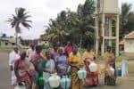 குடங்களுடன் பெண்கள் போராட்டம்:  குடிநீர் கிடைக்காமல் திண்டாட்டம்