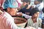 பெண் குழந்தை பிறந்ததை கொண்டாட இலவச பானி பூரி வழங்கிய வியாபாரி
