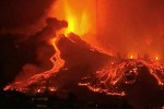 ஸ்பெயினில் வெடித்துச் சிதறும் எரிமலை