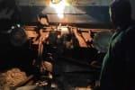ஓசூர் அருகே லாரி மீது ரயில் மோதி விபத்து: ரயில்கள் நடுவழியில் நிறுத்தம்