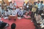 குணமங்கலத்தில் கிராம சபை கூட்டம் 2 மணி நேரம் தரையில் அமர்ந்த கலெக்டர்