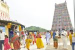திருத்தணியில் குவிந்த பக்தர்கள் 2 மணி நேரம் காத்திருந்து தரிசனம்