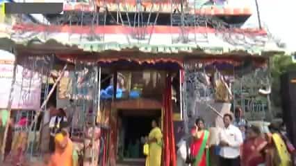 புளியந்தோப்பு முருகன் கோயிலில் திருக்குடை